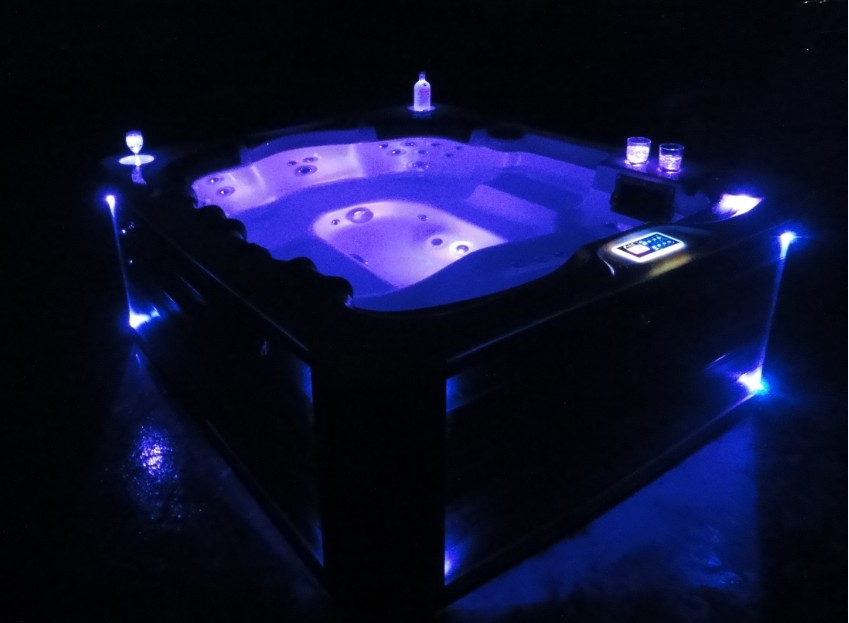 Captivating Home And Garden Spas 6 Person 40 Jet Hot Tub With MP3 Auxiliary Output